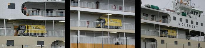 Veegwagen van Huiberts-Adams aan het werk op boot naar Texel